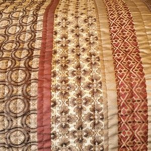 Pretty preowned Brown/Burgundy King Quilt
